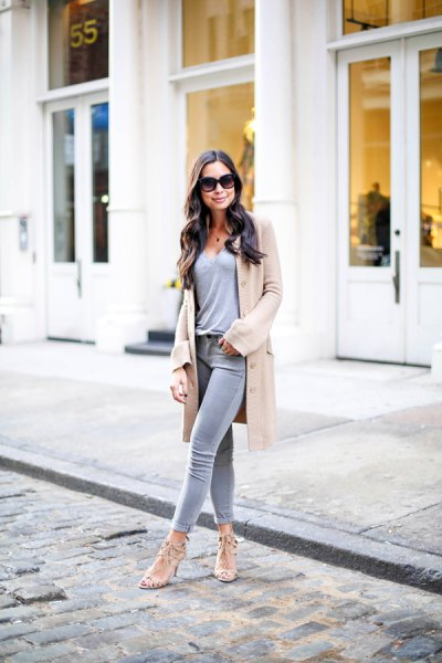 blush duster sweater with grey tee and skinny jeans