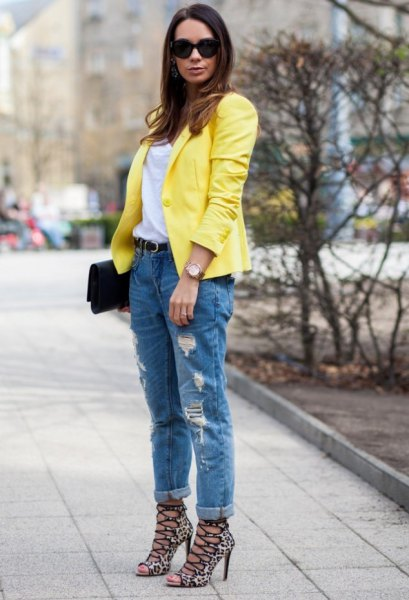 lemon yellow blazer with cuffed boyfriend jeans