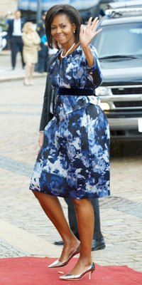 navy and white printed belted midi dress with silver kitten heel shoes