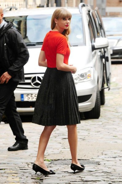 orange t shirt with pleated midi skirt and black kitten heels