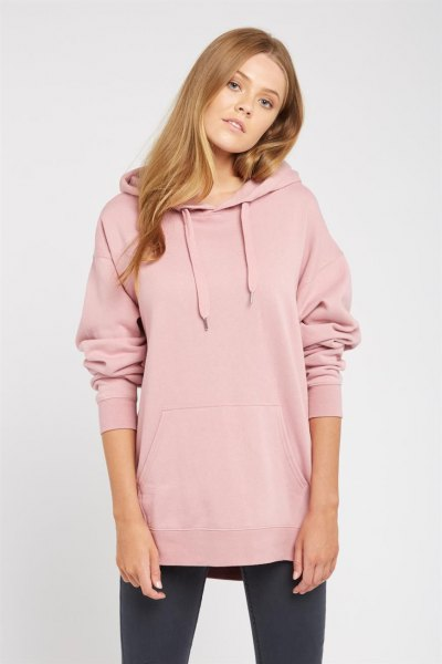pale pink long cowl neck hoodie with black leggings and sneakers