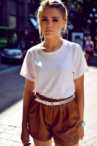 t shirt with khaki flowy shorts and white belt