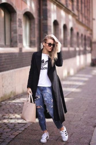 white print tee and ripped jeans