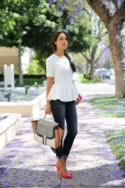 white short sleeve peplum blouse with grey skinny jeans