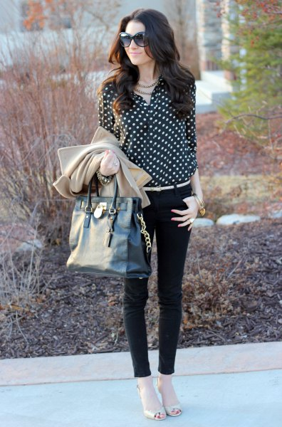 black and white polka dot blouse with skinny jeans