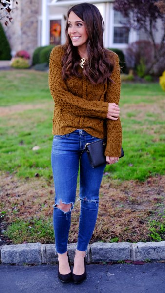 cable knit sweater with royal blue ripped skinny jeans