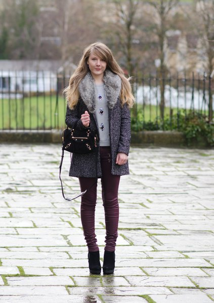 heather grey faux fur collar caot with skinny jeans