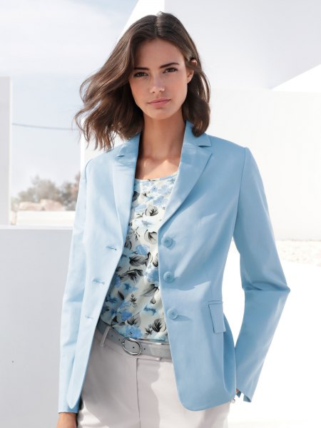 light blue oversized blazer with floral print blouse and white jeans