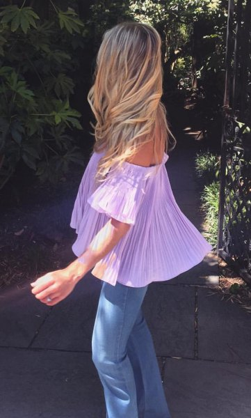 light purple off the shoulder pleated blouse with skinny jeans