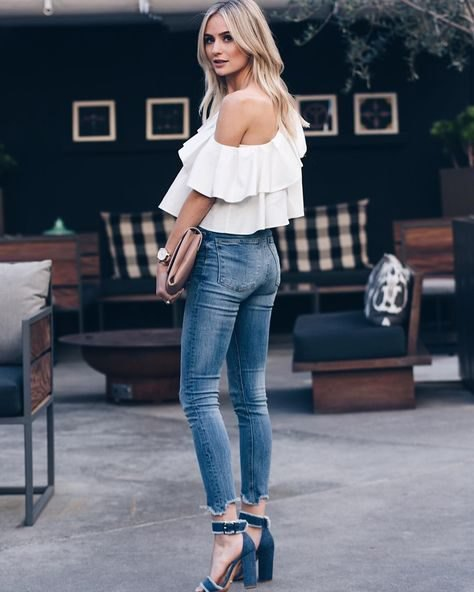 one shoulder ruffle blouse with cropped skinny jeans and denim heels