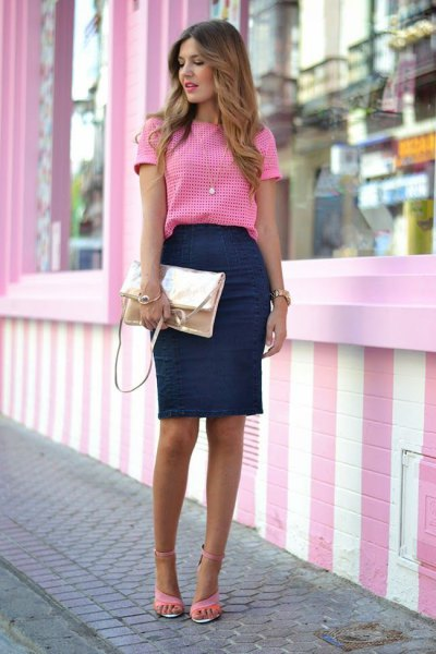 pink and white plaid t shirt with navy bodycon knee lenght skirt