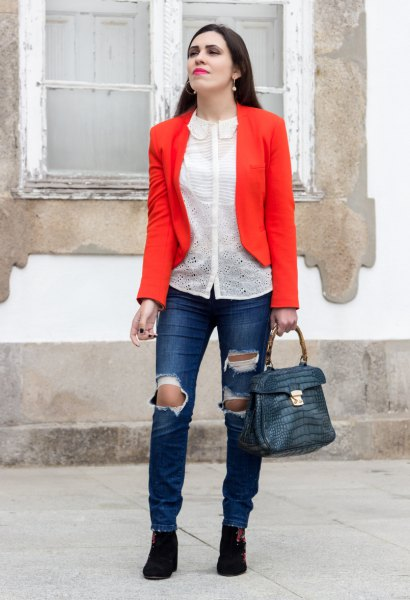white chiffon blouse and dark blue skinny jeans