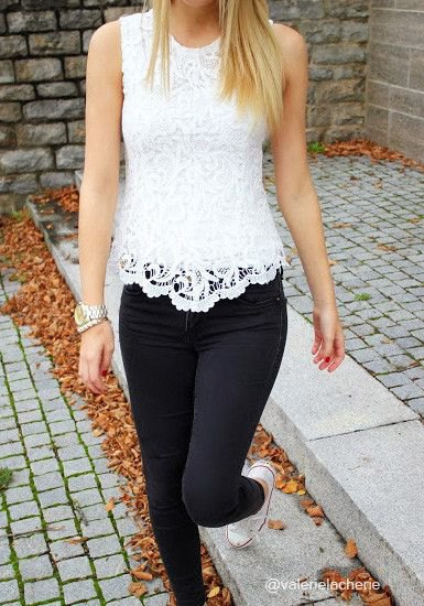 white scalloped hem lace tank top with black skinny jeans