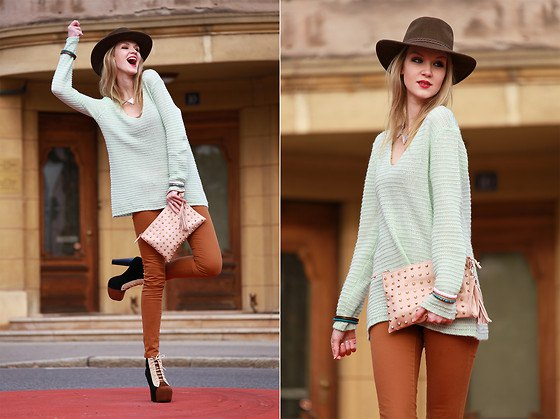 white sweater with skinny jeans and floppy hat