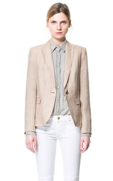 blush pink linen jacket with white skinny jeans