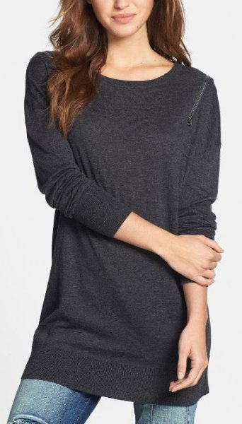 dark grey long tunic sweatshirt with skinny jeans