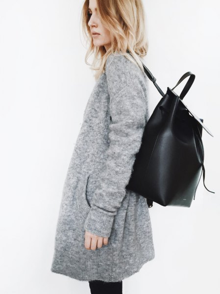 grey cardigan with black skinny jeans and leather backpack