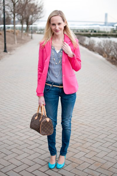 hot pink blazer with blue polka dot v neck blouse and skinny jeans
