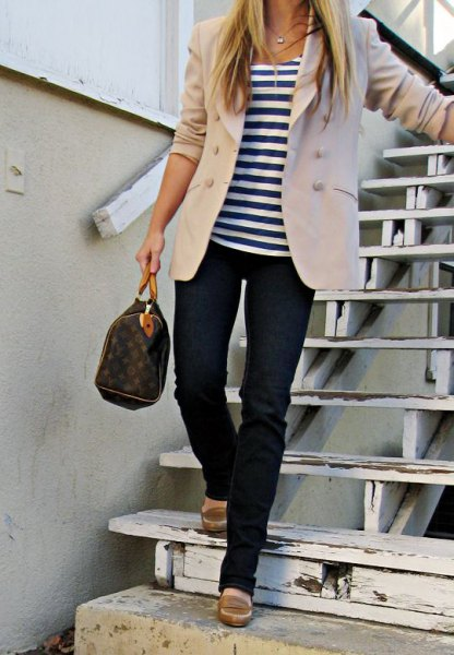 ivory blazer with striped tee and dark blue jeans
