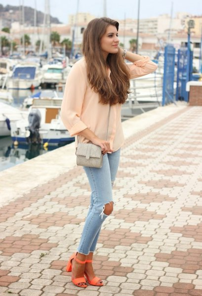 pale pink chiffon blouse with light blue skinny jeans and orange open toe heels