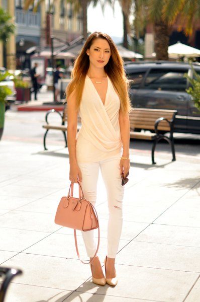 white sleeveless v neck draped blouse with matching skinny jeans