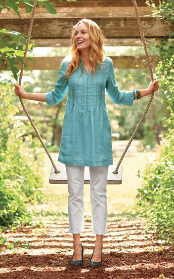 blue three quarter sleeve gathered waist tunic top with white cropped pants