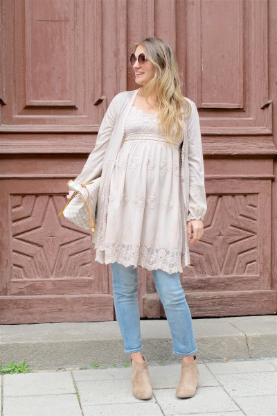blush pink lace maternity peplum tunic top with light blue jeans