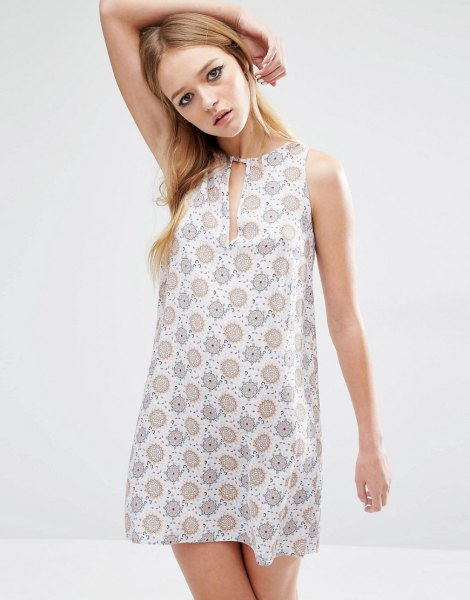 grey and white printed keyhole tunic dress