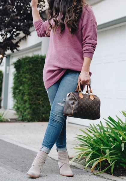 grey chunky knit sweater with blue jeans and ankle boots