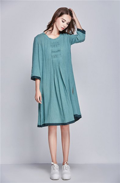 grey three quarter sleeve linen dress with white sneakers