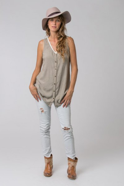 grey v neck button up tunic with white ripped skinny jeans