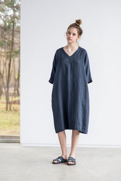 grey wide sleeve linen tunic dress with black slide sandals