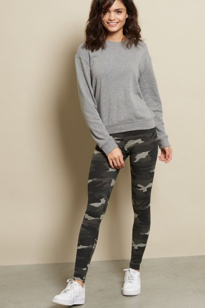 6d9bd239caf85 How to Style Camo Leggings: Top 13 Outfit Ideas that Make You Look ...