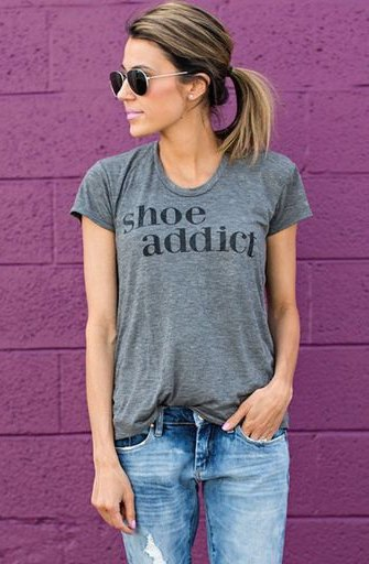 grey fitted print tee with boyfriend jeans