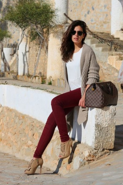 grey ribbed longline cardigan with maroon jeans and heeled boots