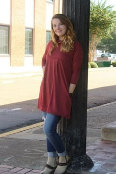 three quarter sleeve knit tunic with blue cuffed jeans and open toe heels