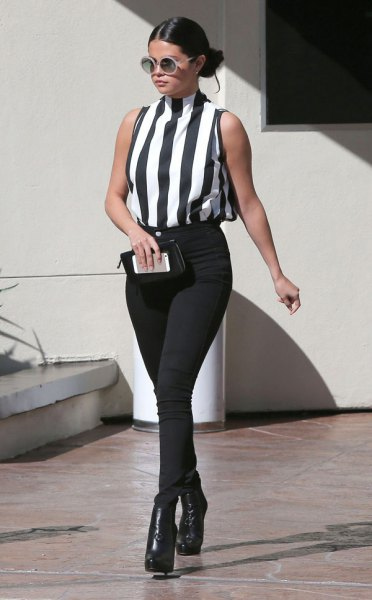 black and white mock neck vertical striped top with skinny jeans