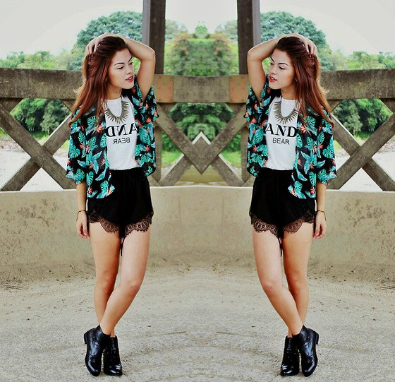 black and white tribal printed cardigan with scalloped hem high rise shorts