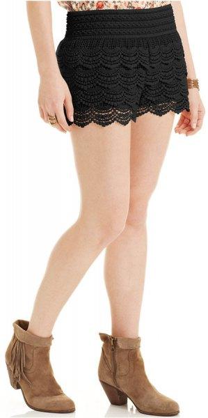 black lace hem mini knit shorts with blush floral print top