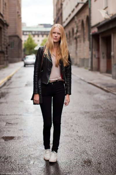 black leather jacket with pale pink tee and skinny jeans