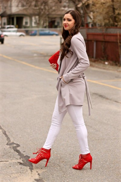 grey long casual blazer with white skinny jeans and red heels
