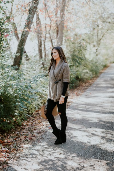 grey wrap shawl with black skinny jeans and suede ankle boots