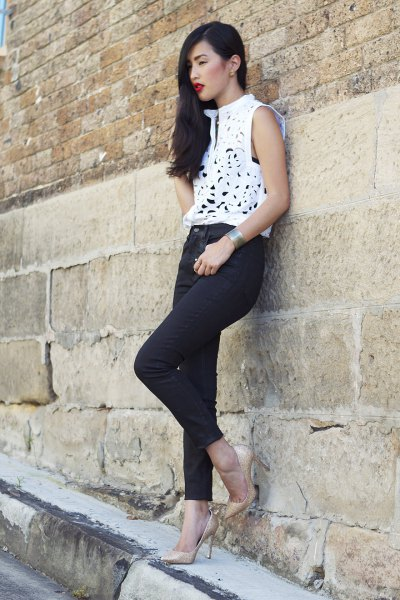 white sleeveless dressy top with skinny jeans