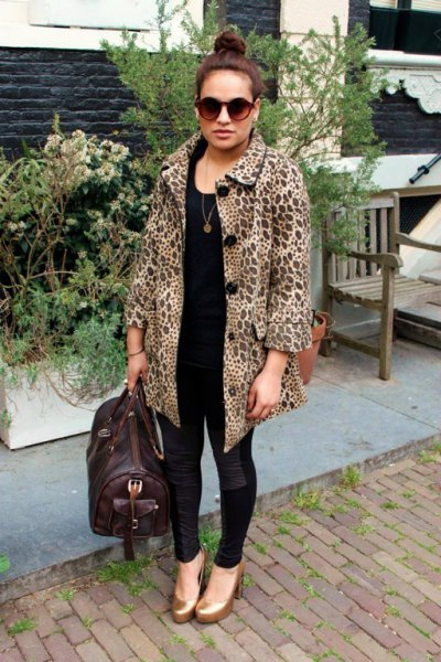 black and white printed coat with skinny jeans and rounded toe gold shoes