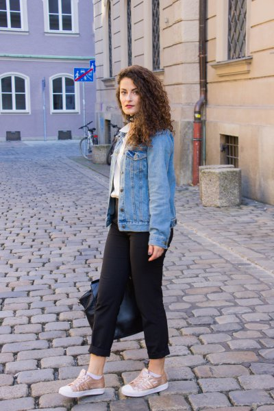 blue boyfriend denim jacket with black cuffed skinny jeans and low top sneakers