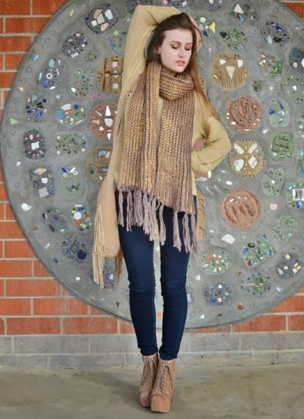 gold fringe scarf with green cardigan and dark blue skinny jeans