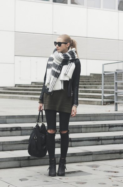 grey tunic sweater with black ripped skinny jeans and white scarf