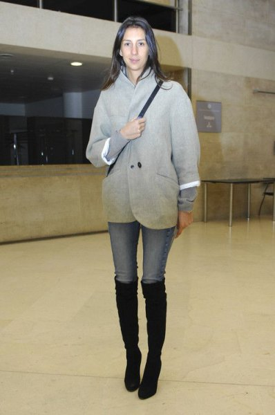 grey wool coat with light blue skinny jeans and black boots