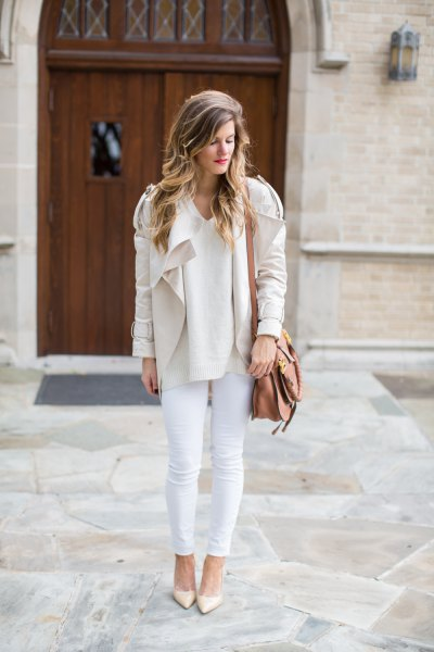 pale pink blazer jacket with off white skinny jeans