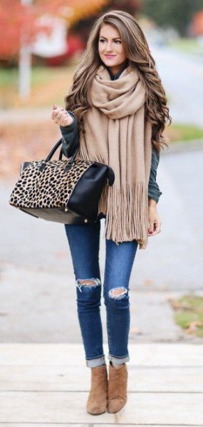 blush pink fringe scarf with grey jacket and cuffed skinny jeans